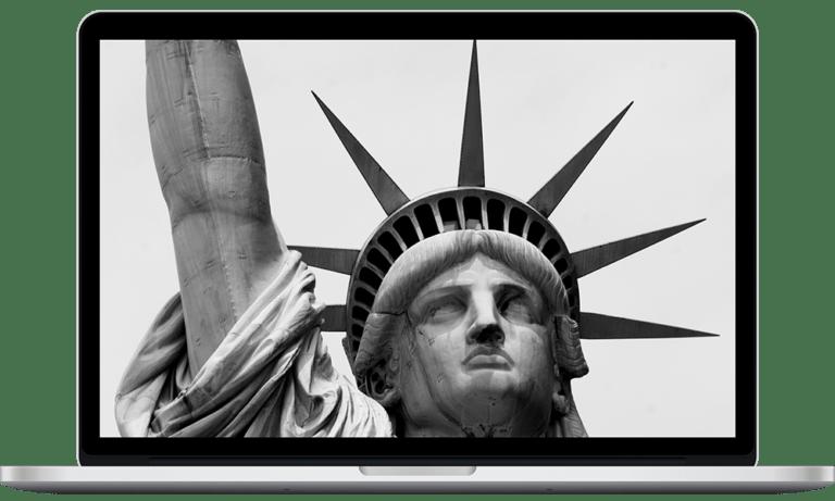 MacBook на белом фоне, 21 век