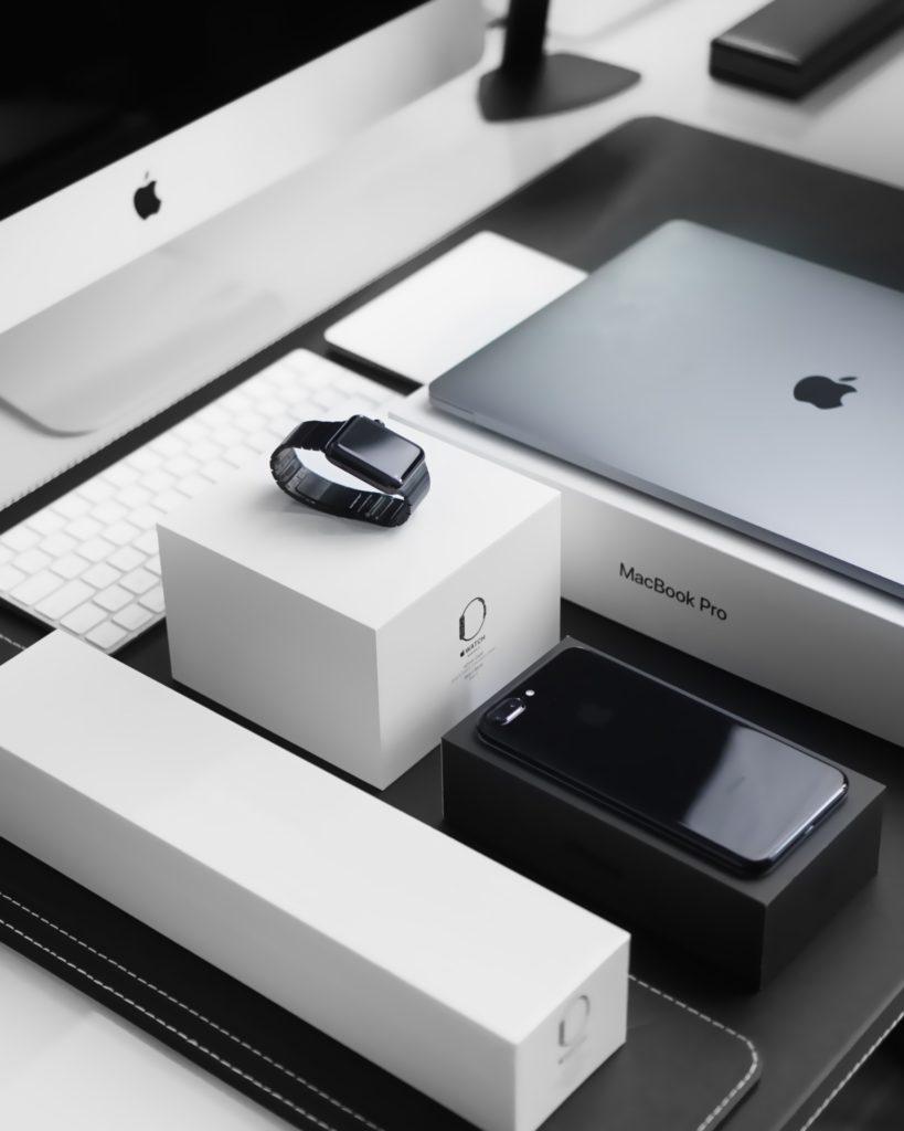 Устройства, аксессуары и гаджеты. Продукты Apple
